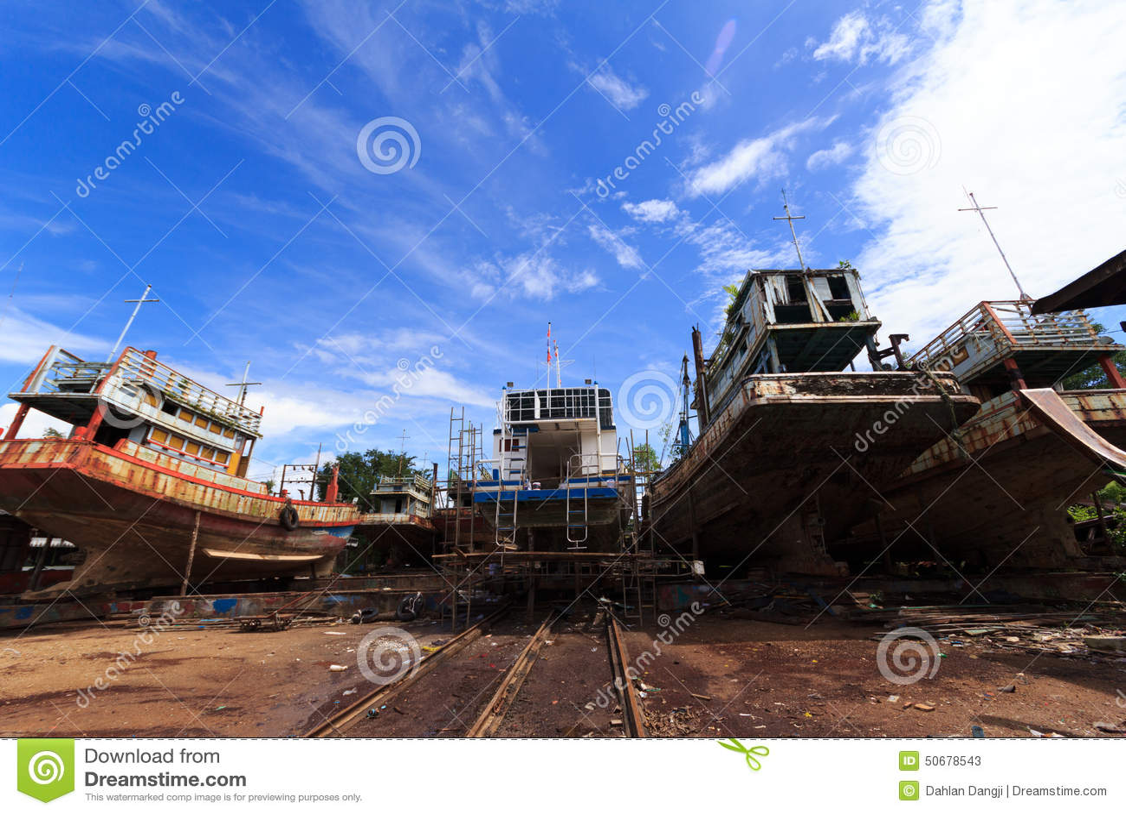 Download 渔船船坞 库存图片. 图片 包括有 码头, 不理智, 横向, 停车库, 铁锈, 海运, 木头, 云彩, 天空 - 50678543