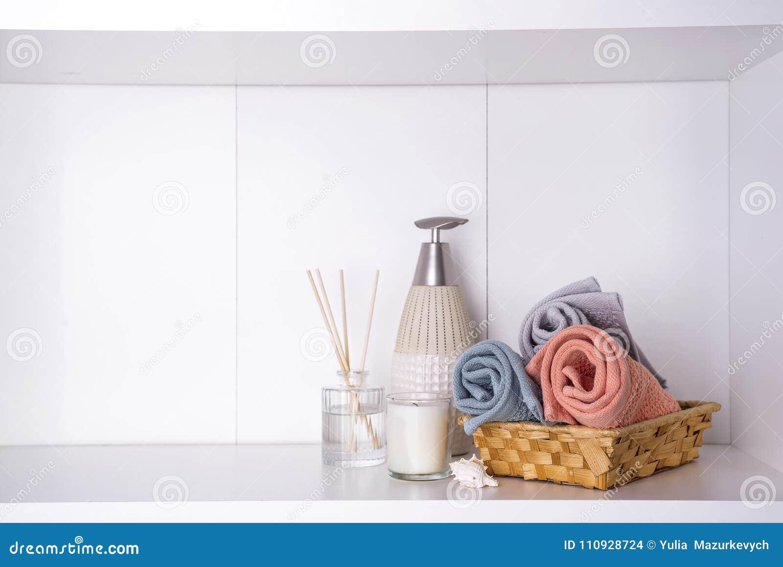 温泉和健康设置与毛巾 Dayspa自然产品