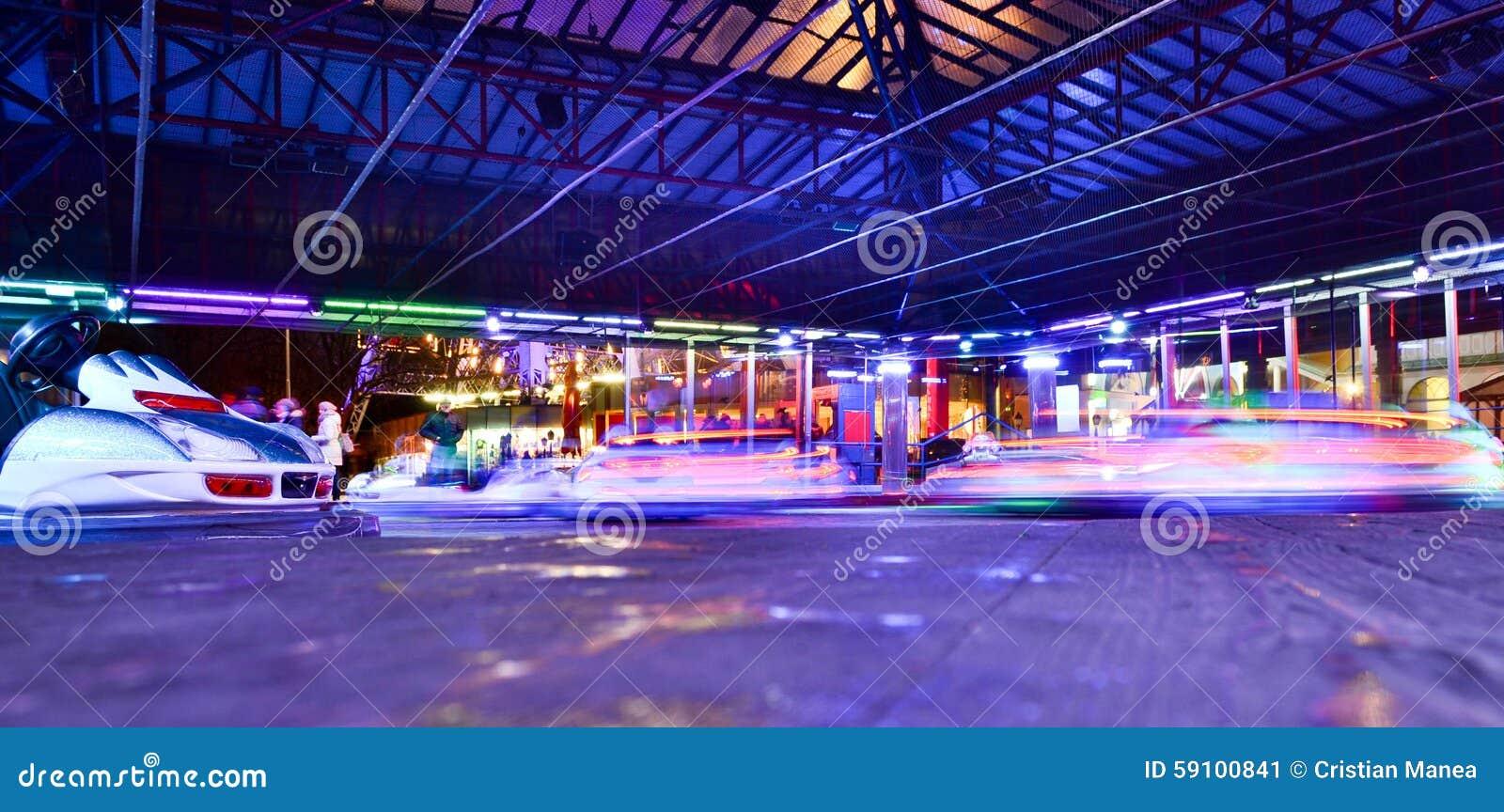 游乐园在晚上