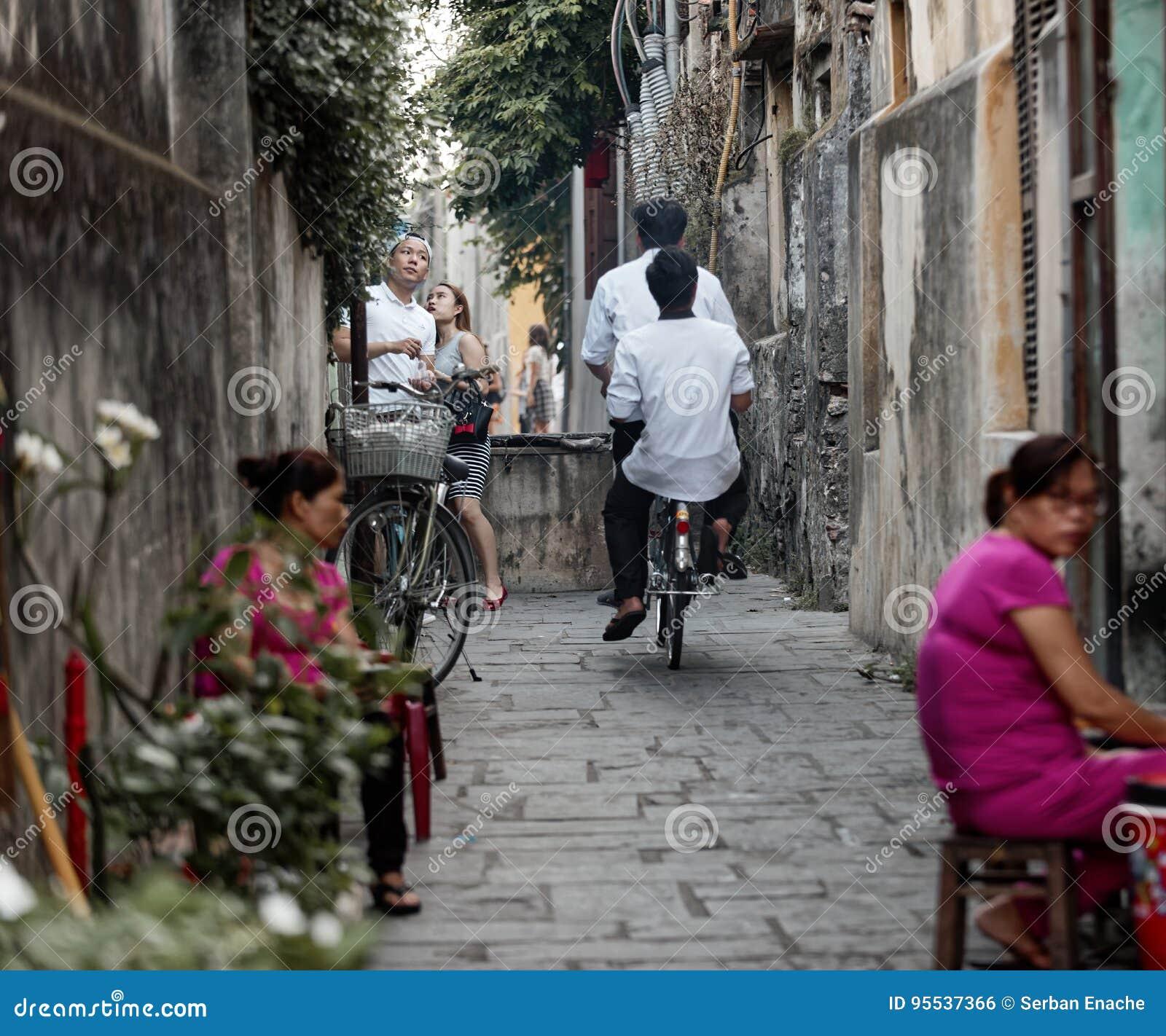 游人和本机,会安市,越南