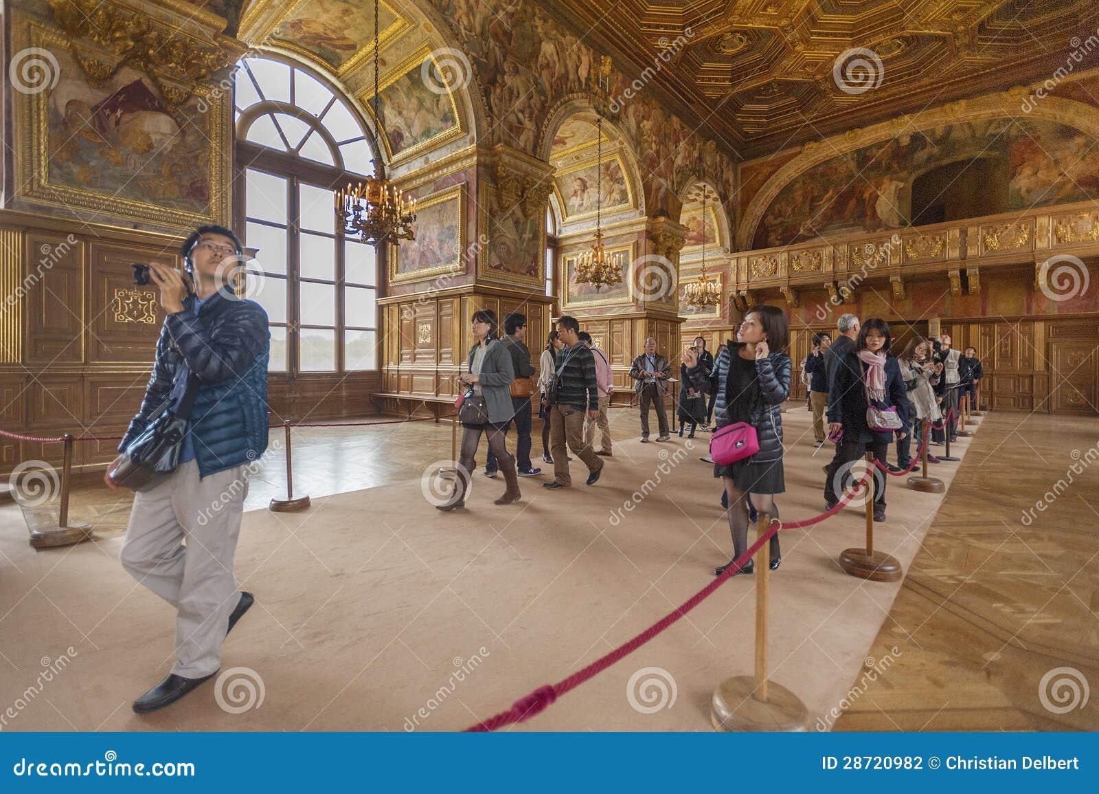 游人在Fontainbleau宫殿