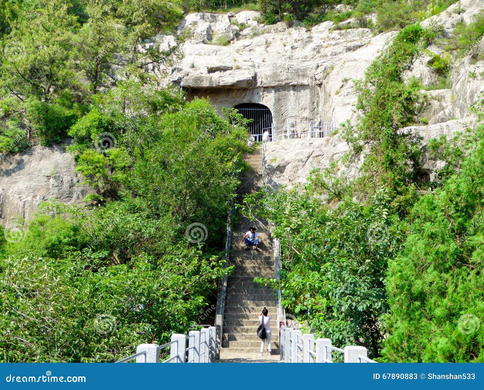 游人旅行的龙门石窟