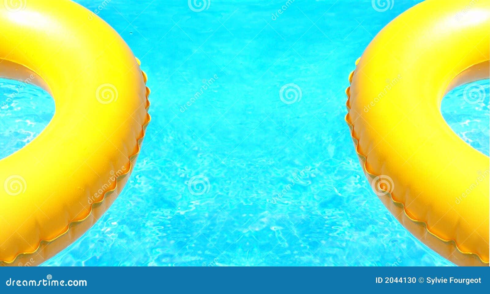 游泳到二的浮体池