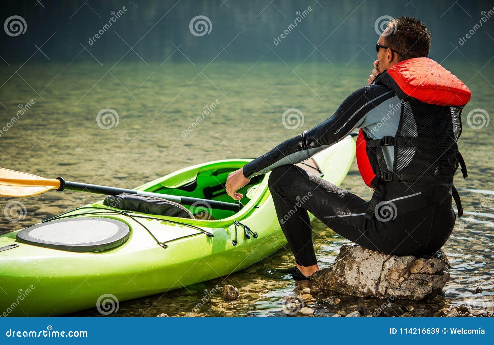 游览皮艇和湖