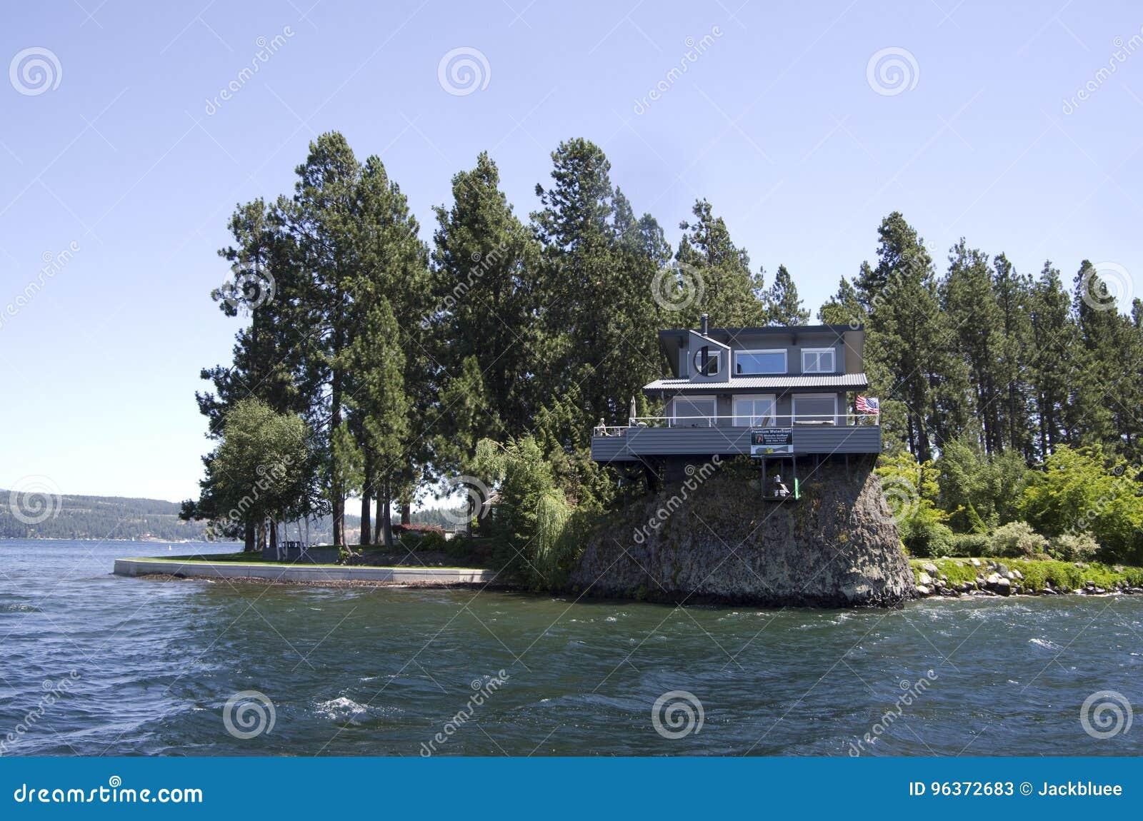 湖在斯波肯华盛顿附近的Coeur dAlene爱达荷