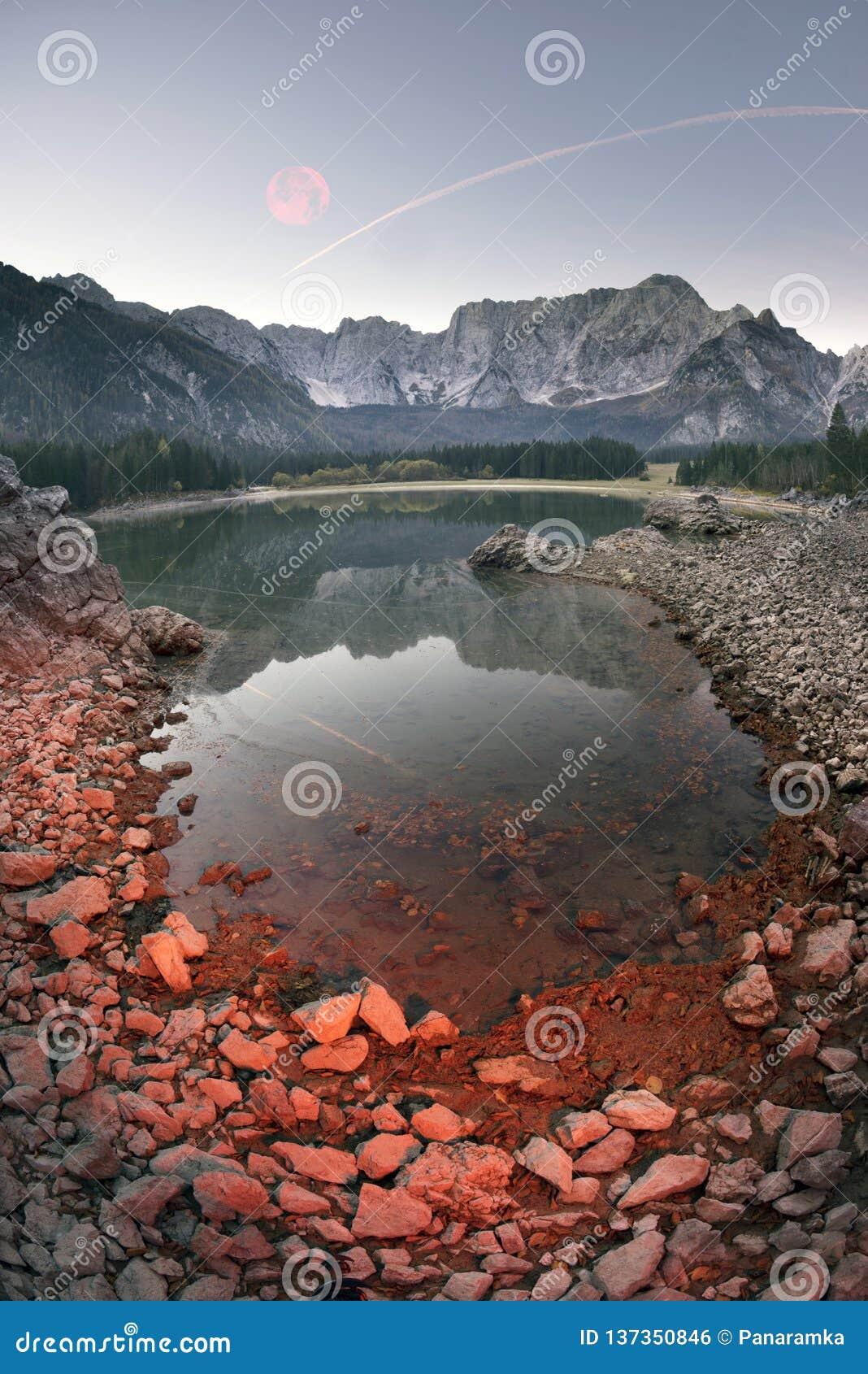 湖富西内的壮观的早晨