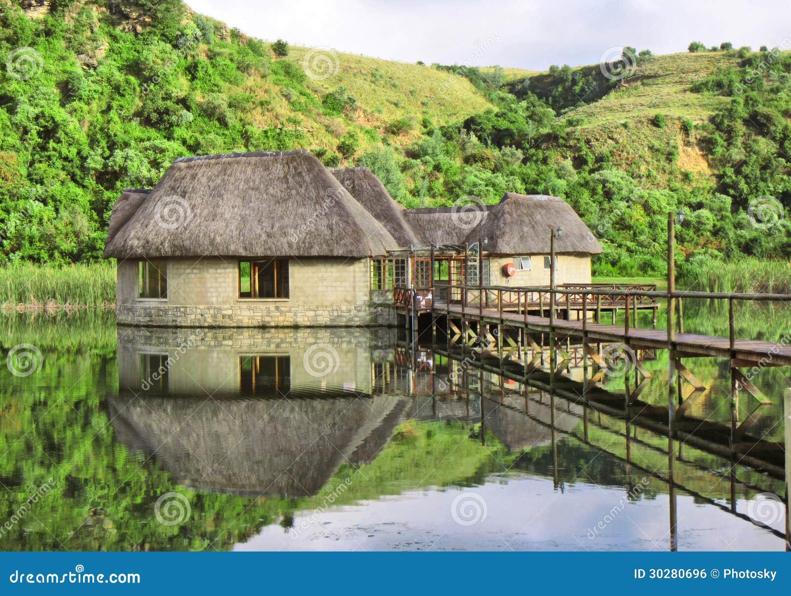 湖的传统房子