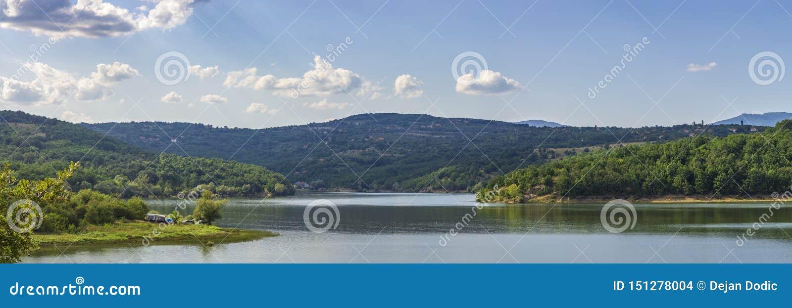 湖的宽全景