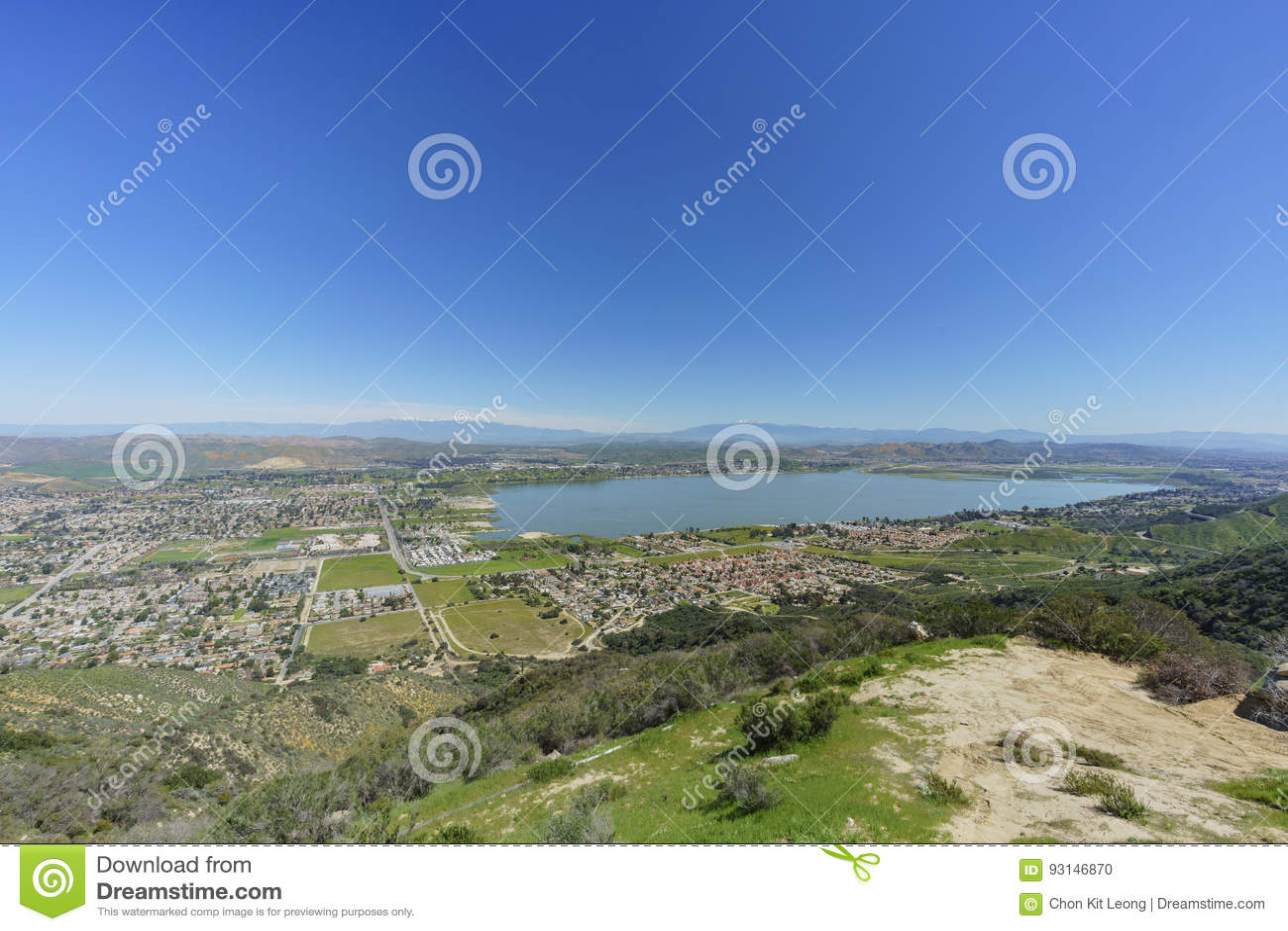 湖Elsinore鸟瞰图