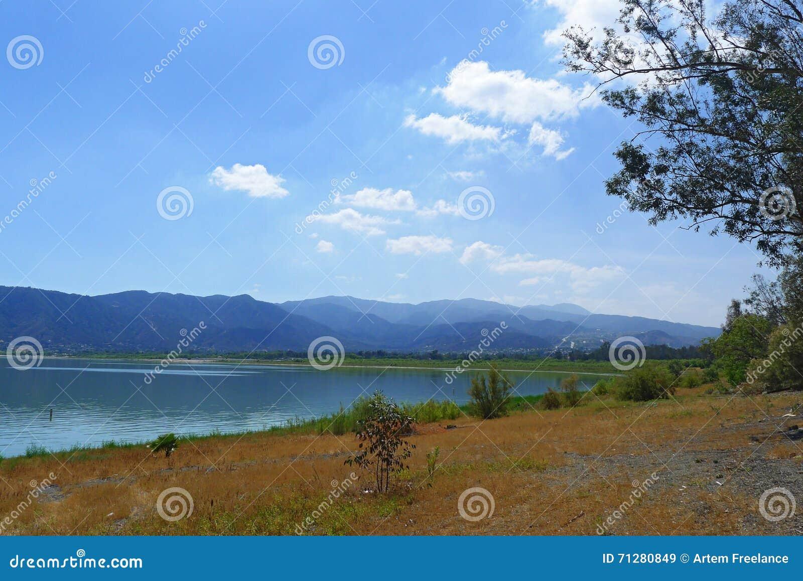 湖Elsinore