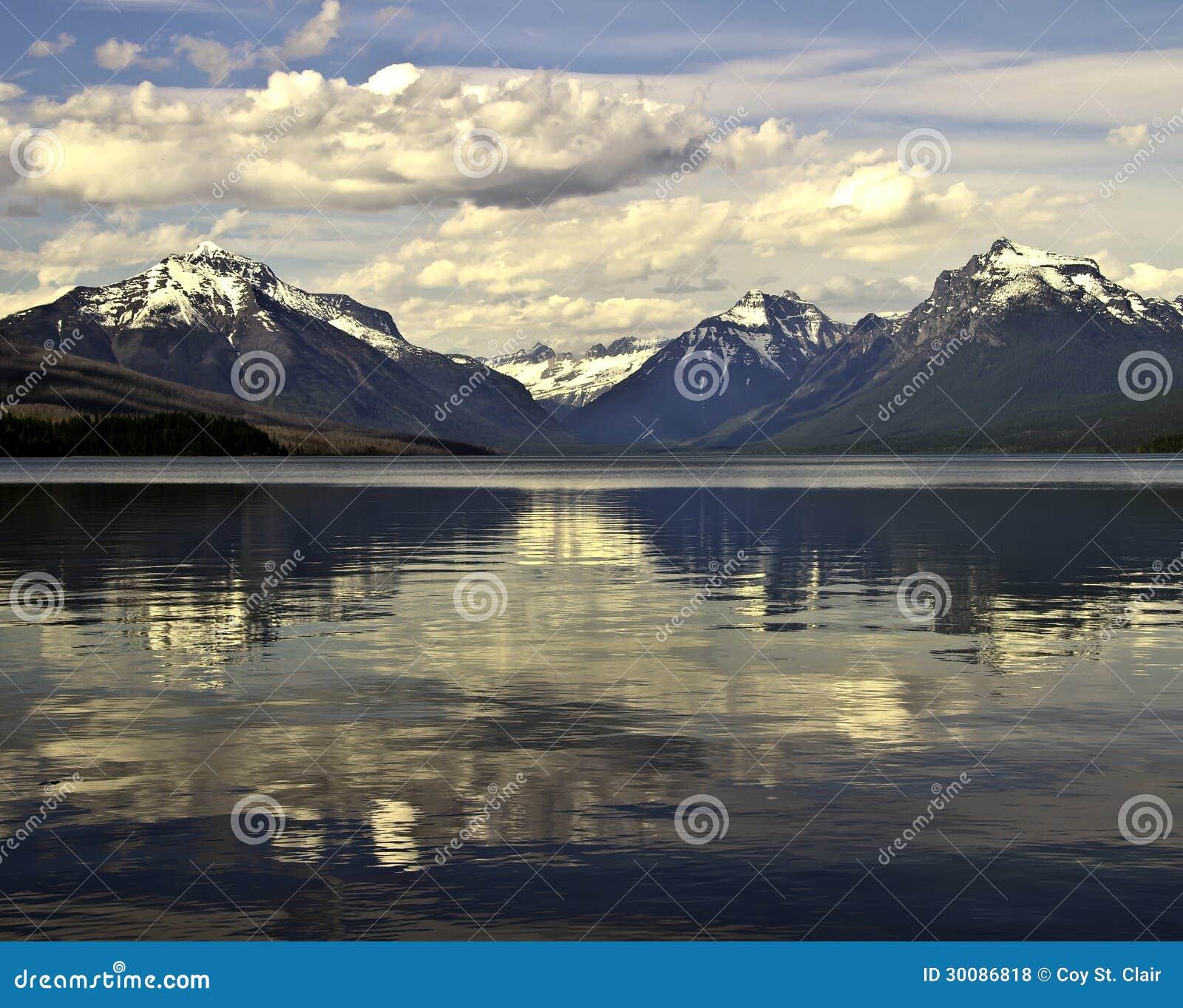 湖Macdonald在冰川国家公园