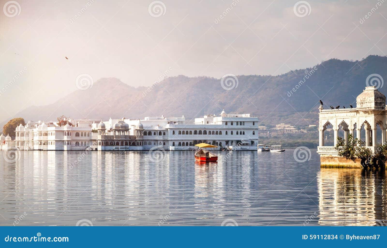 湖Pichola旅馆宫殿