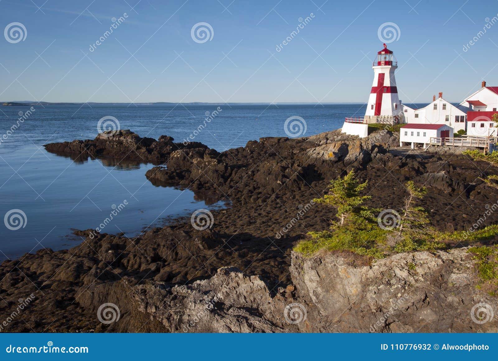 溜滑岩石导致加拿大灯塔