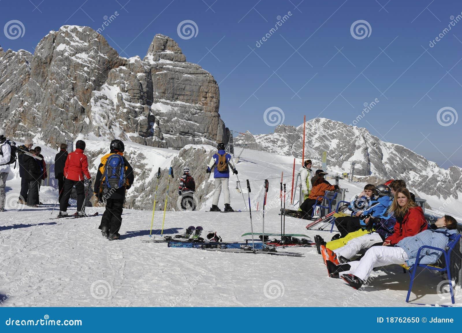 滑雪者sunbath采取