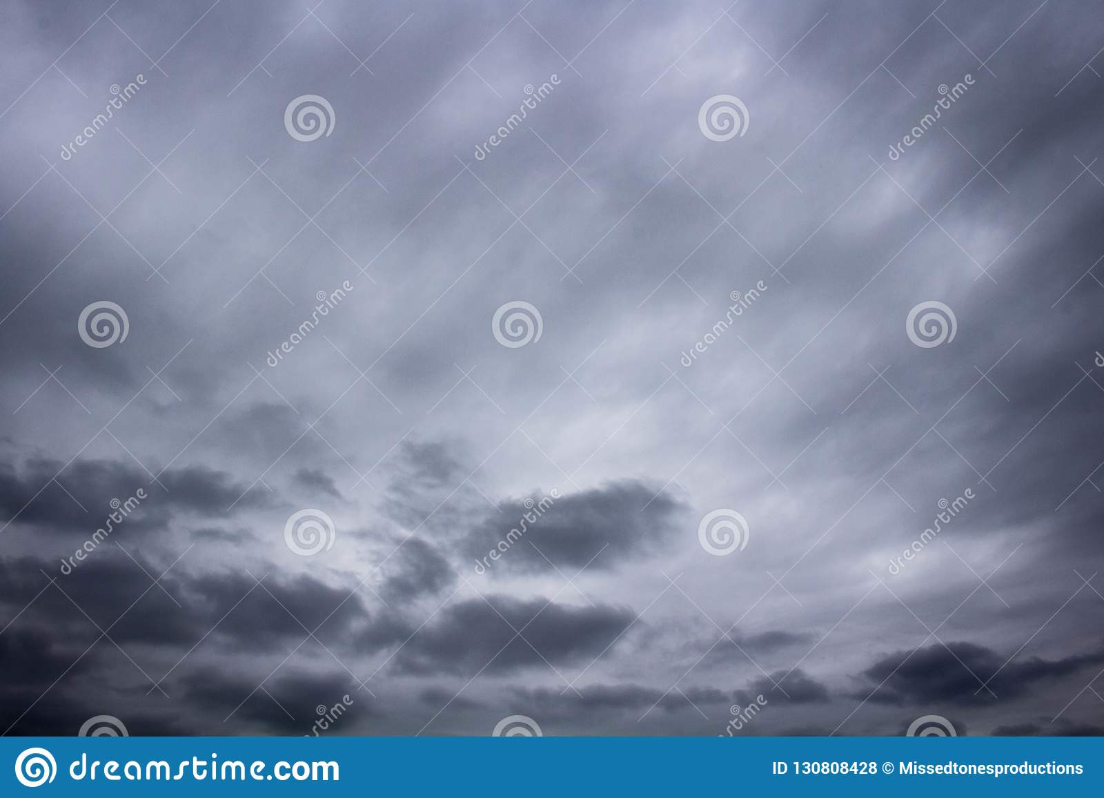 滚动的乌云