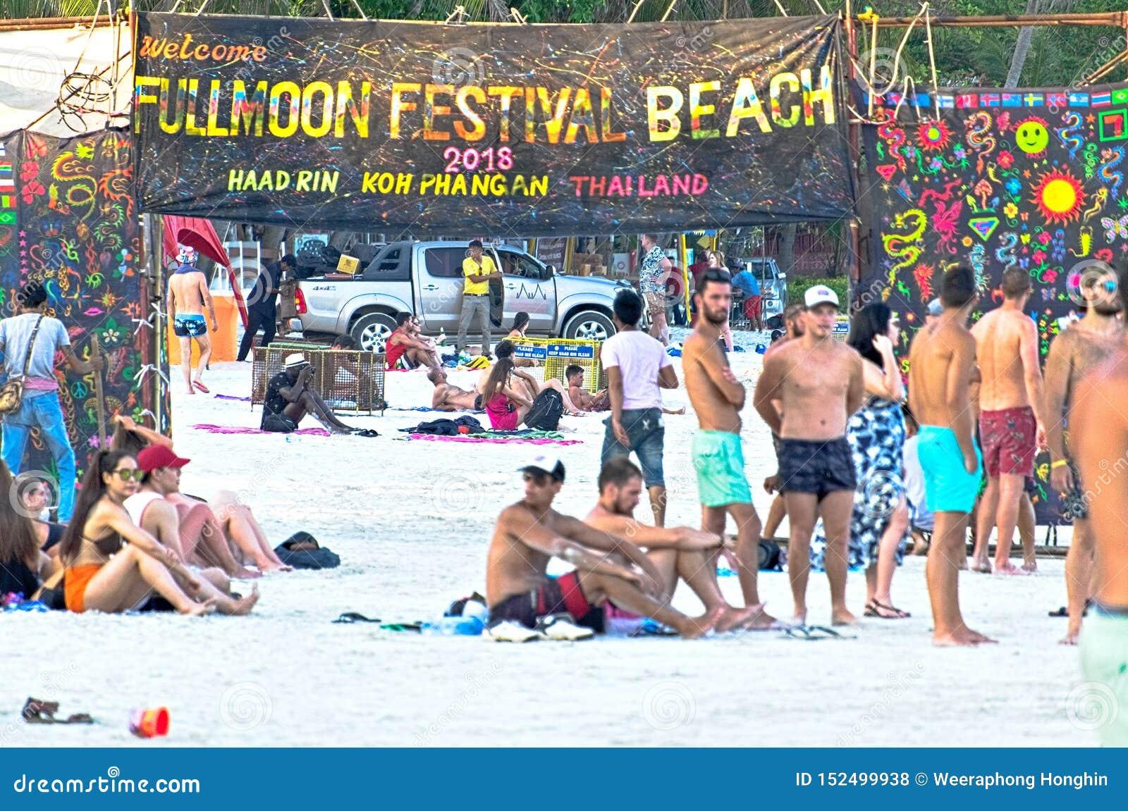 满月在pha-nang海岛的党海滩