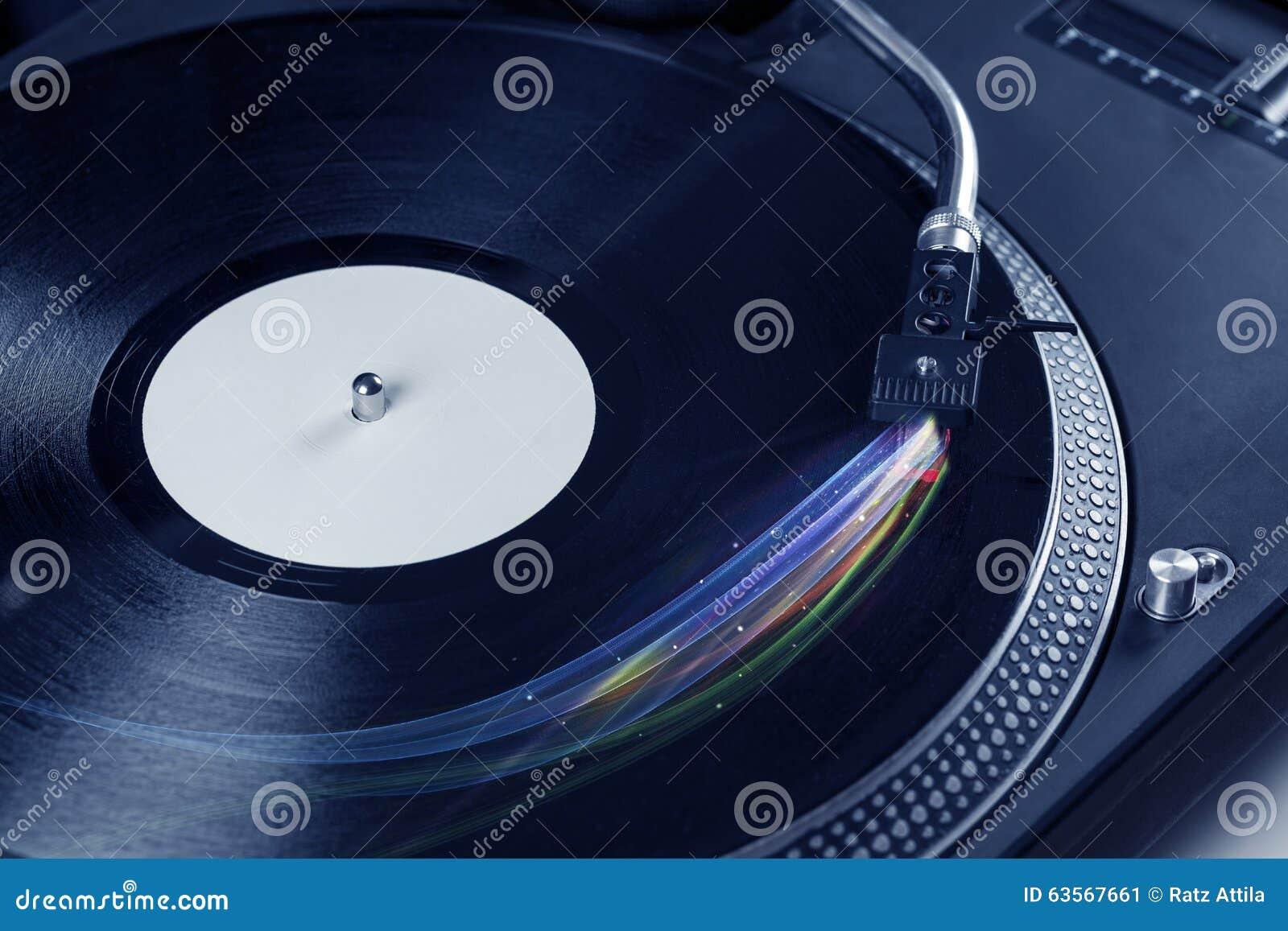 演奏与五颜六色的抽象线的音乐播放器乙烯基音乐