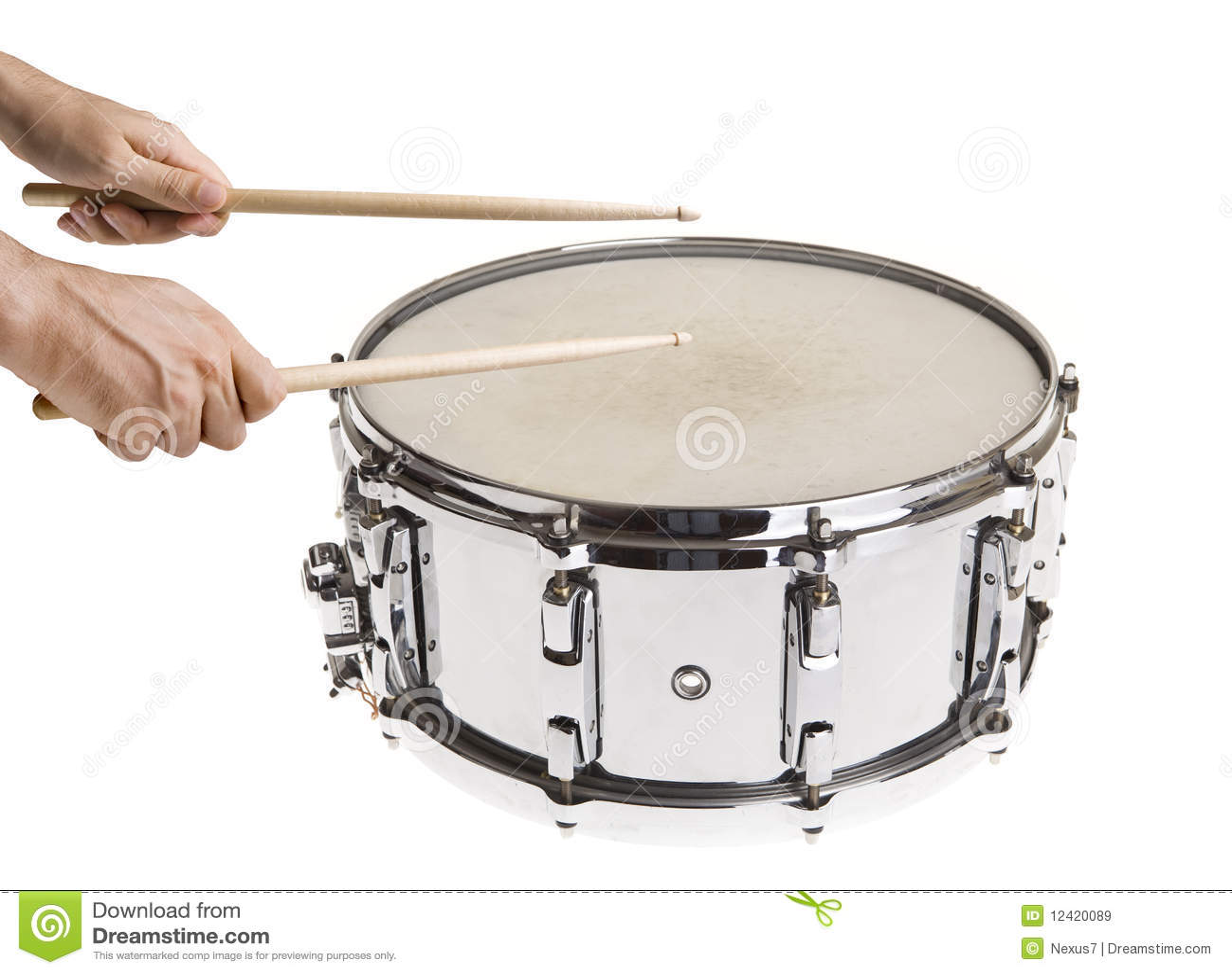 演奏圈套的鼓