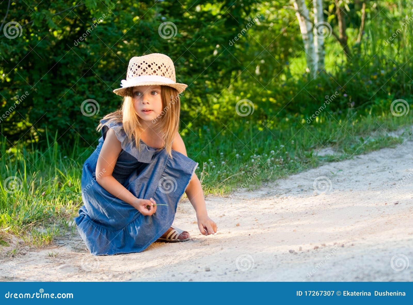 演奏秸杆的女孩帽子