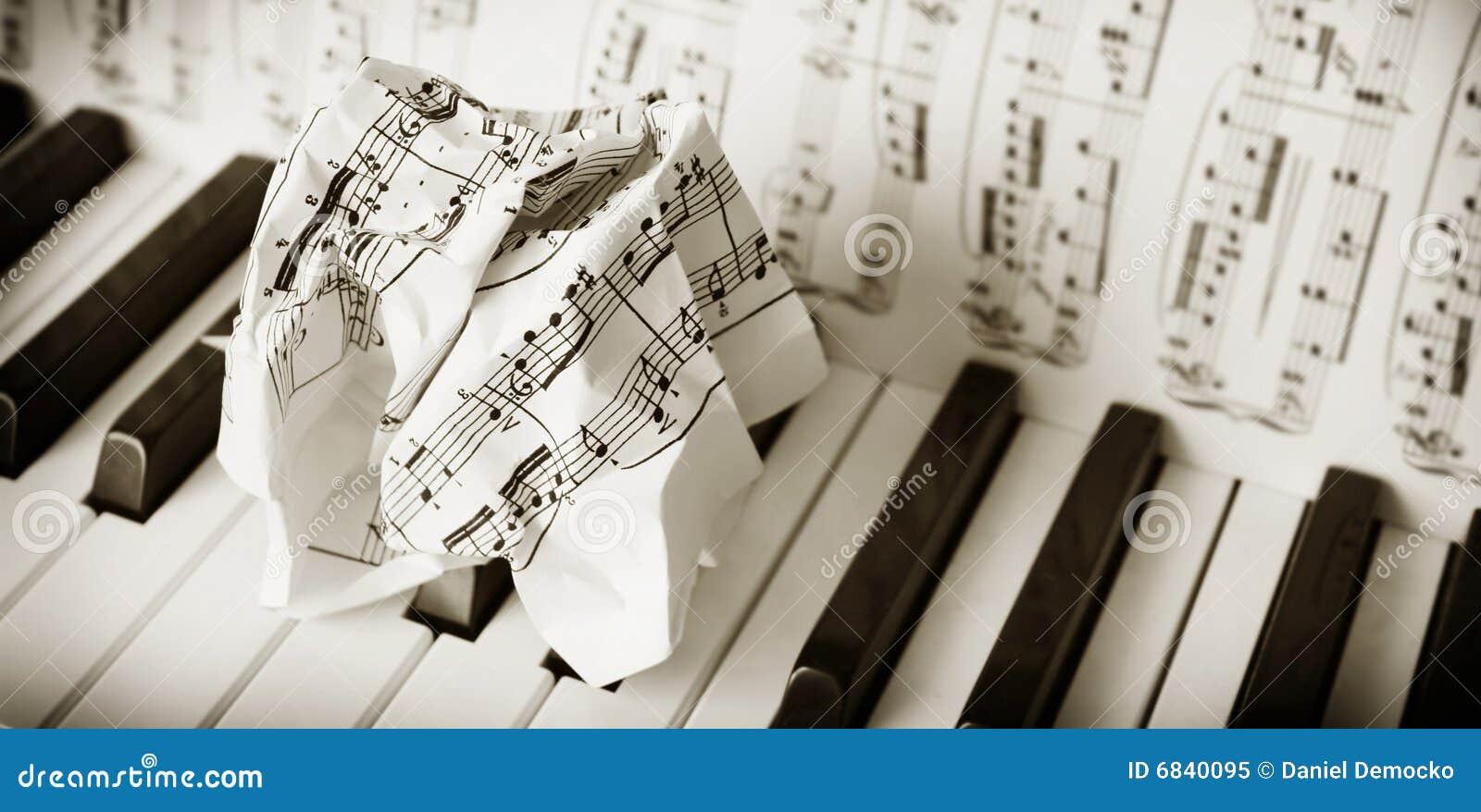 演奏麻烦的钢琴
