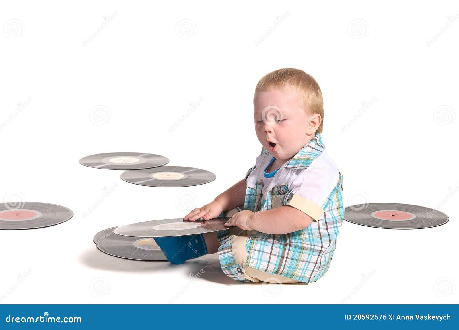 演奏vynil的男婴盘dj