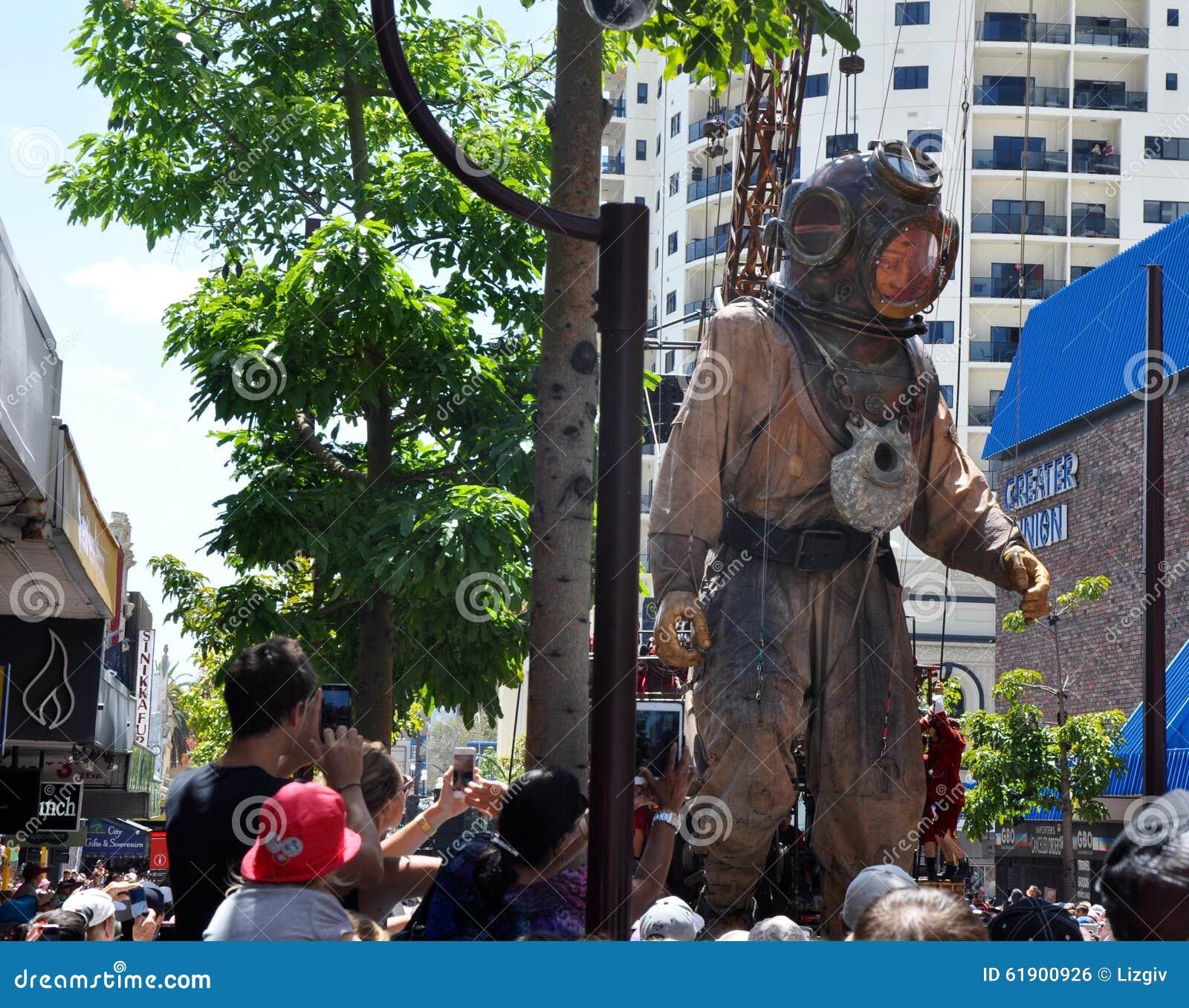 潜水者牵线木偶:巨人的旅途:珀斯,澳大利亚