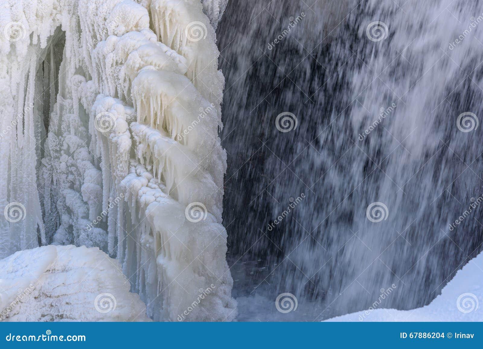 瀑布冬天冰柱雪水