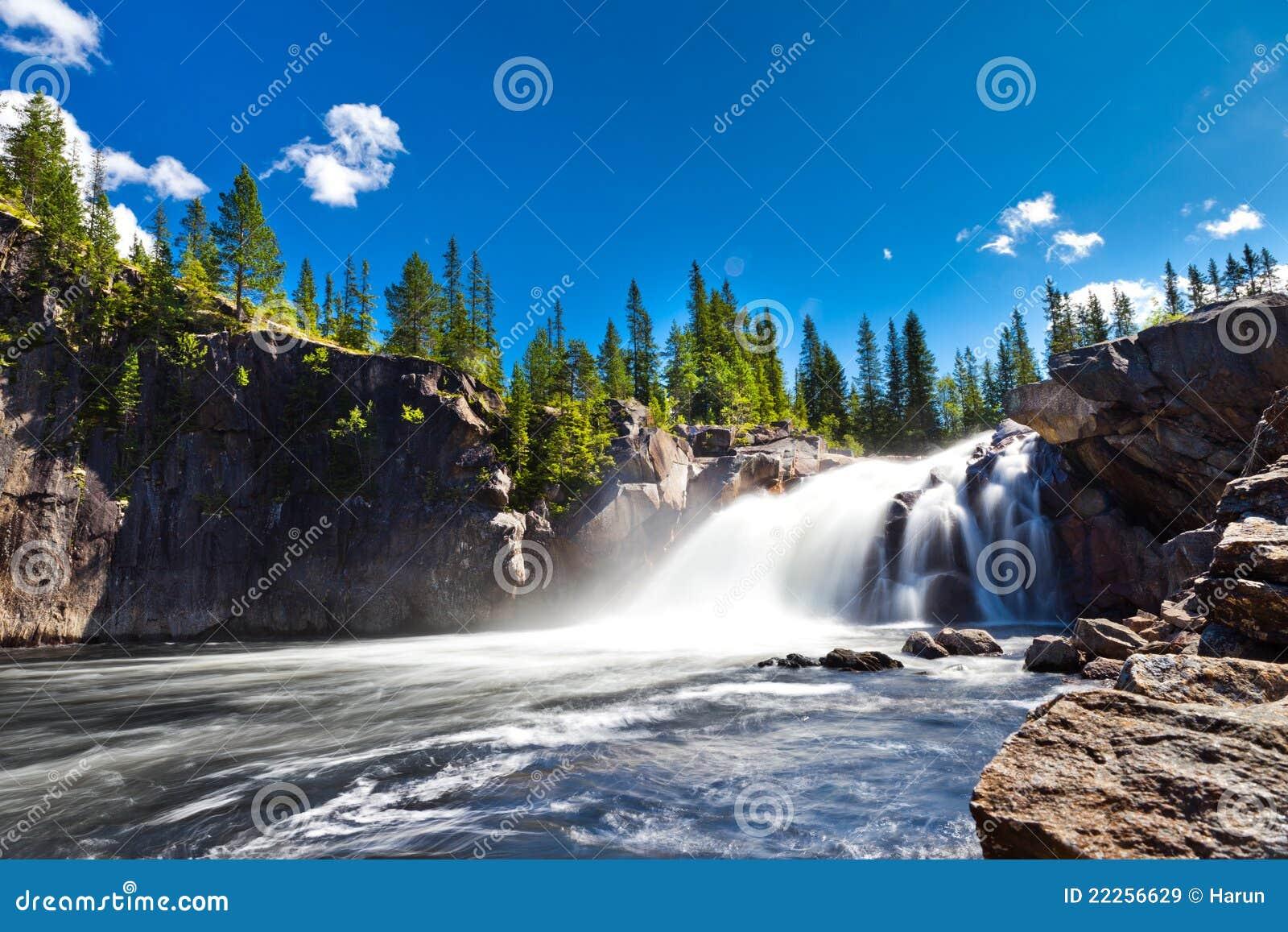 瀑布在乡下