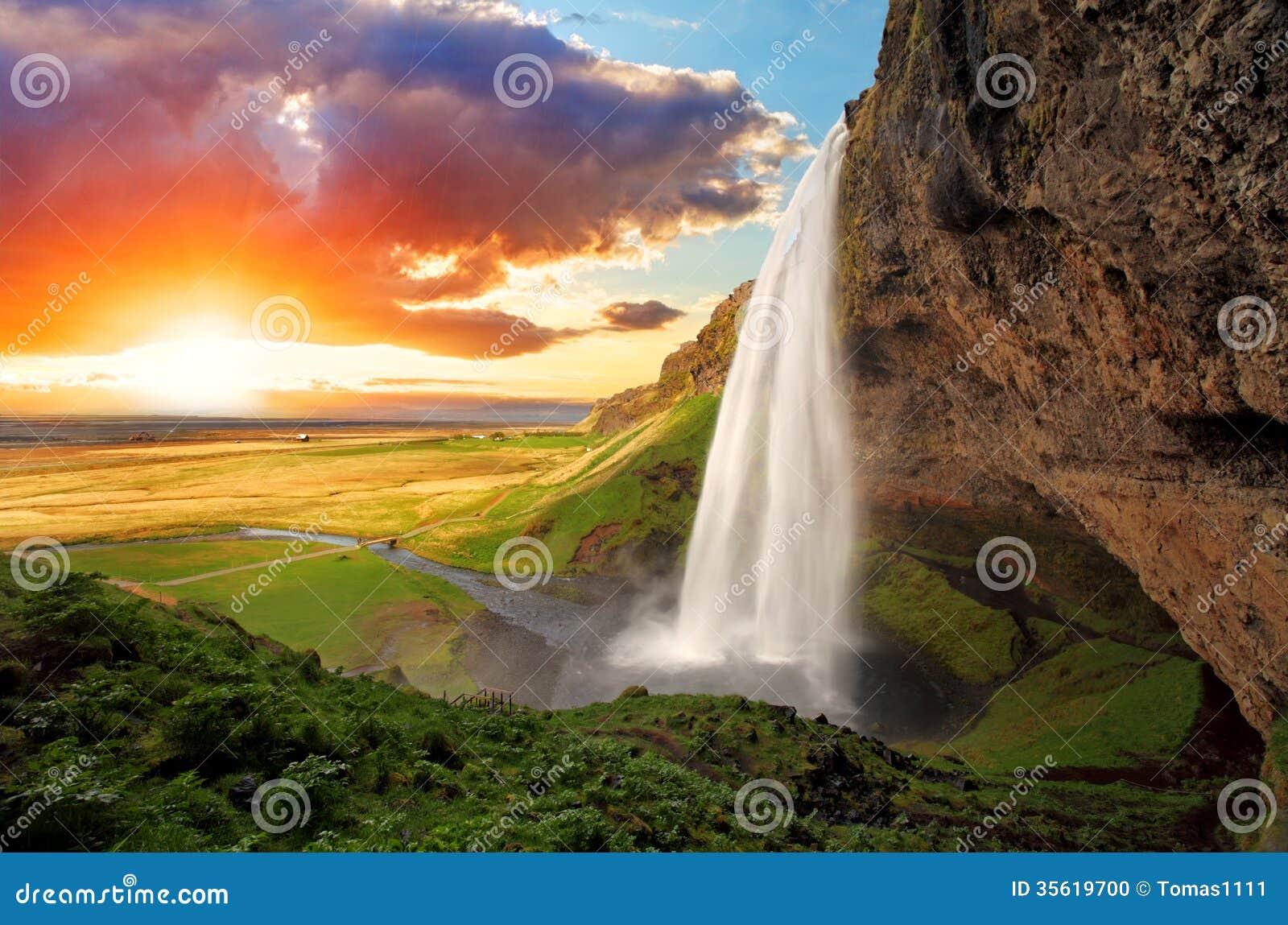 瀑布,冰岛- Seljalandsfoss