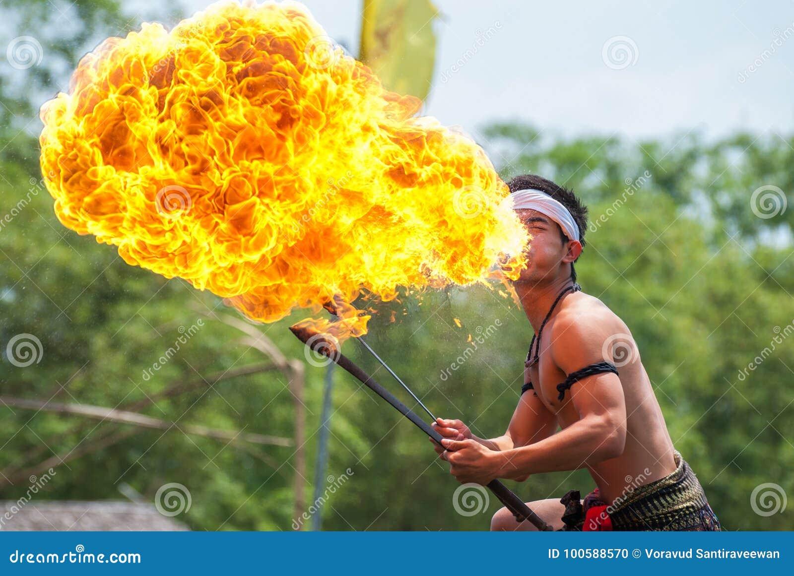 火展示在Sa Bua Klong浮动市场,大城府上