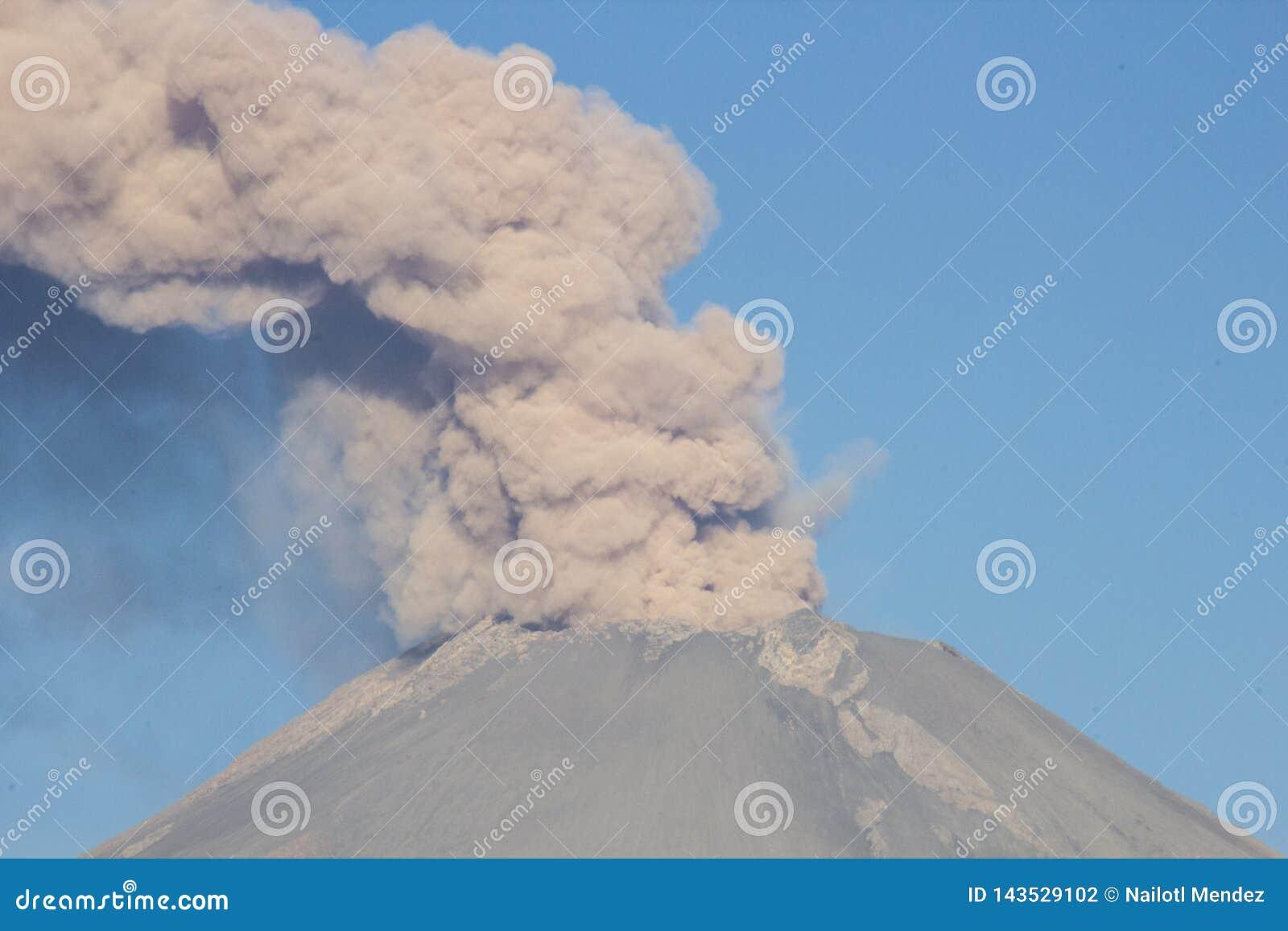 火山爆发popocatepetl