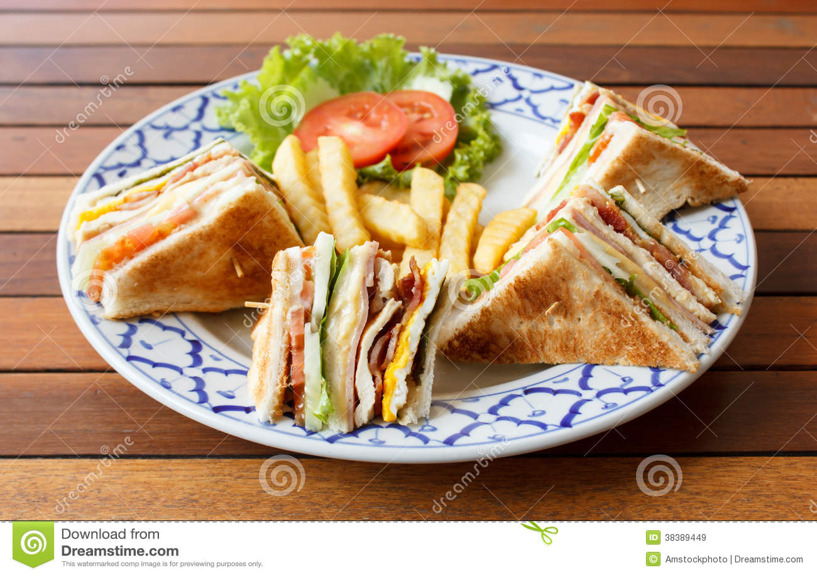 火腿乳酪三明治用煎蛋