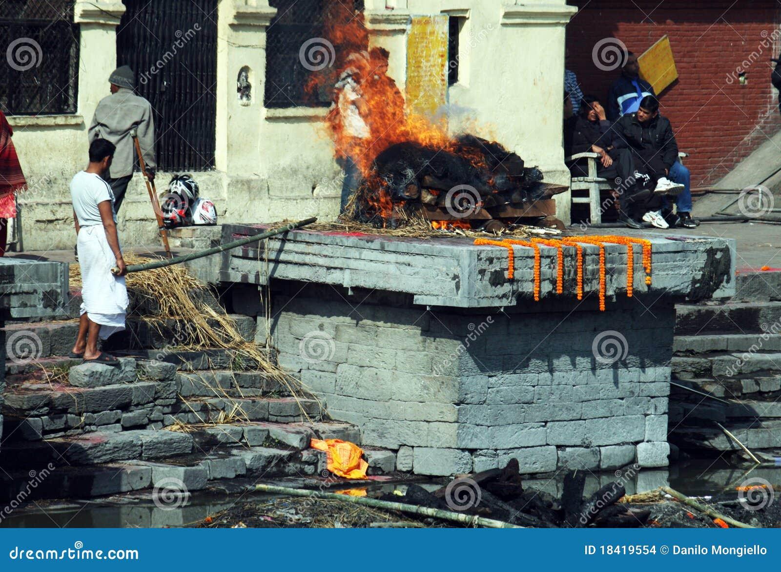火葬用的柴堆