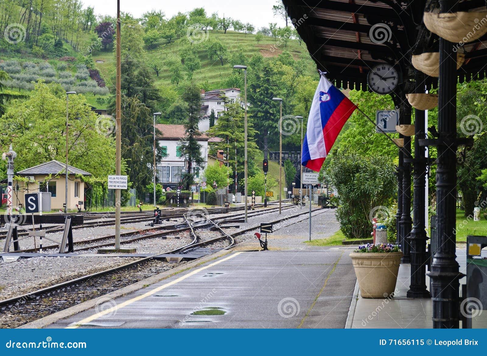 火车站与slovenien旗子