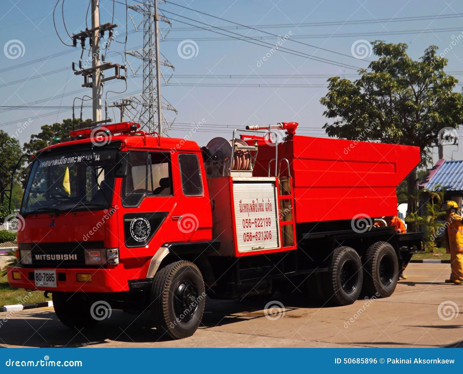 Download 灭火消防车 编辑类照片. 图片 包括有 前面, 紧急, 抢救, 医务人员, 纪念, 水管, 消防员, 被宣扬的 - 50685896
