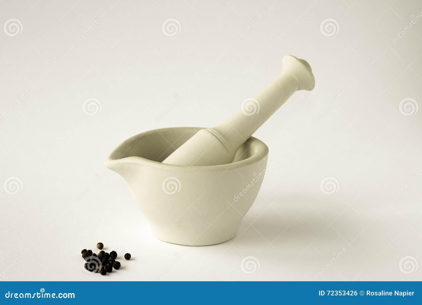 灰浆和杵用黑干胡椒