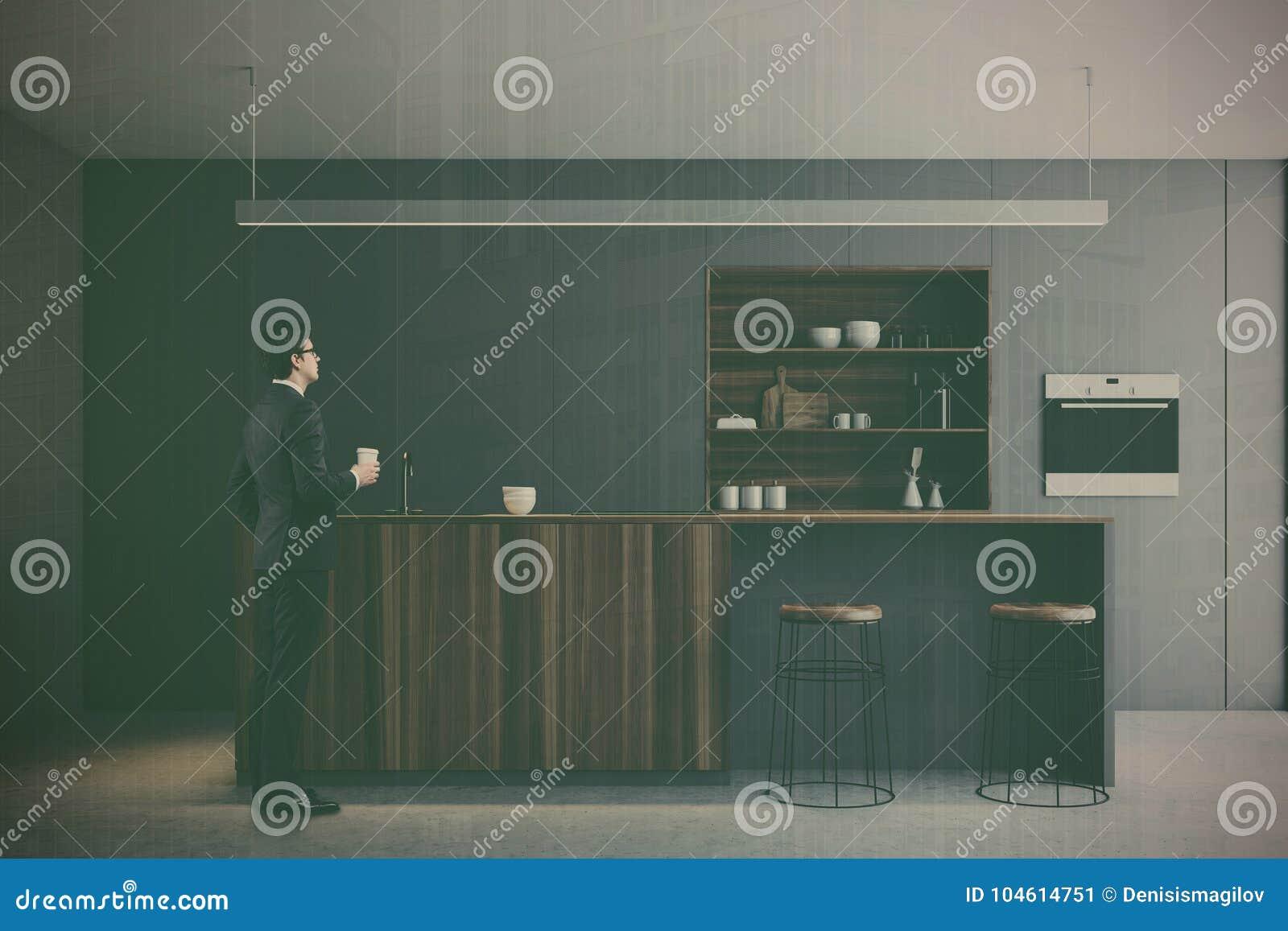 灰色厨房,被定调子的木酒吧立场