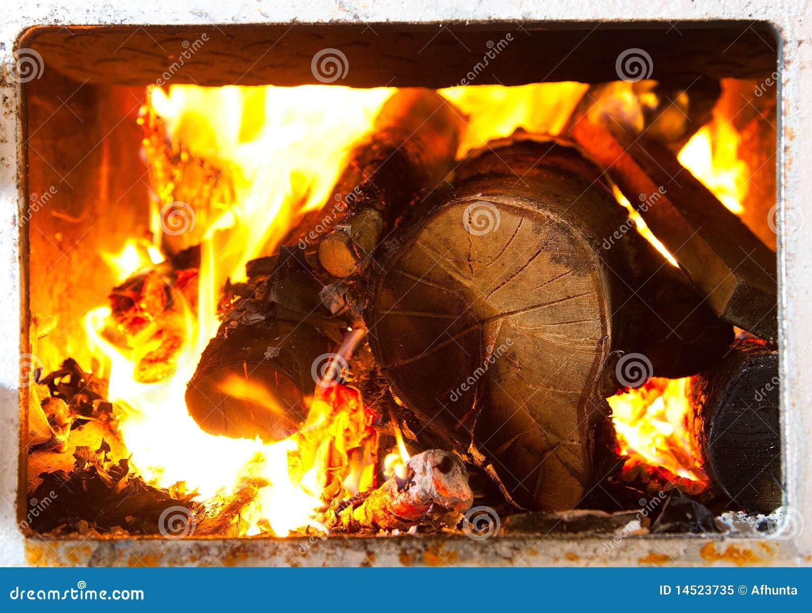 灼烧的火炉木头