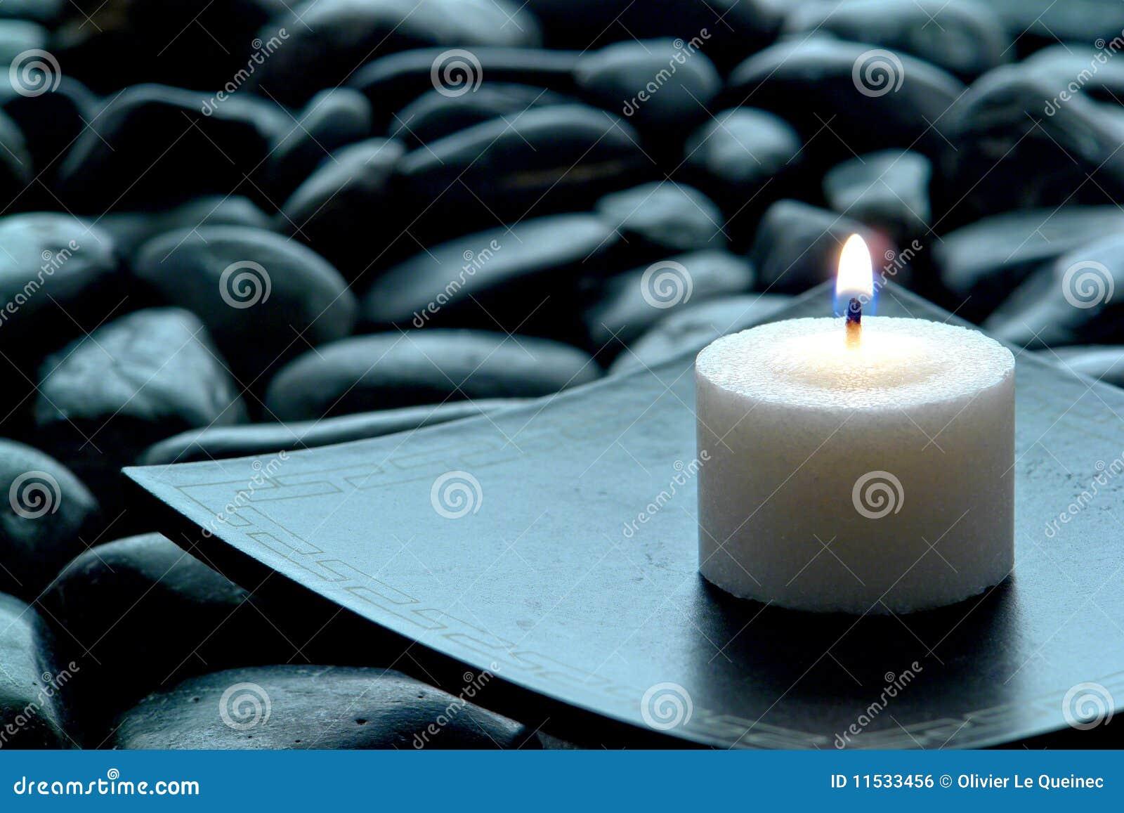 灼烧的蜡烛凝思