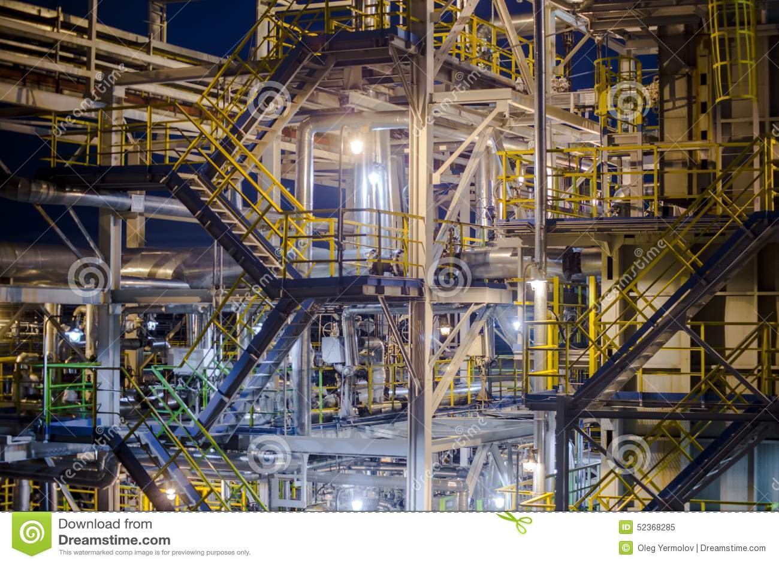 炼油厂晚上