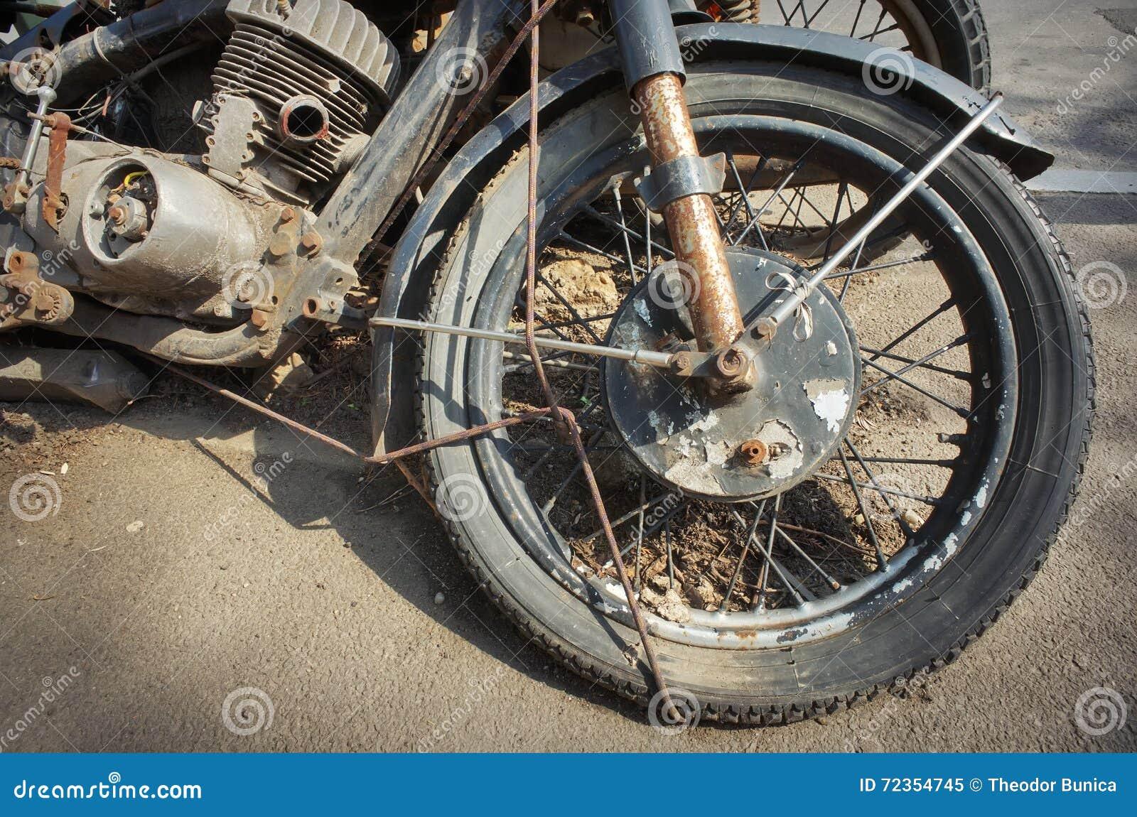 破烂物摩托车
