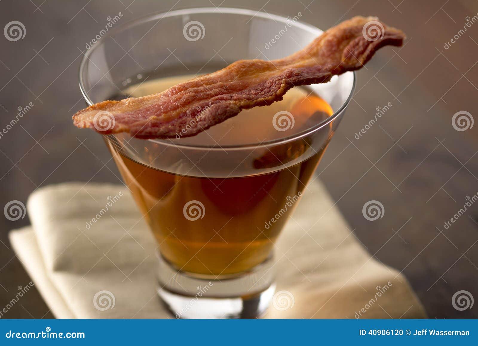 烟肉威士忌酒鸡尾酒