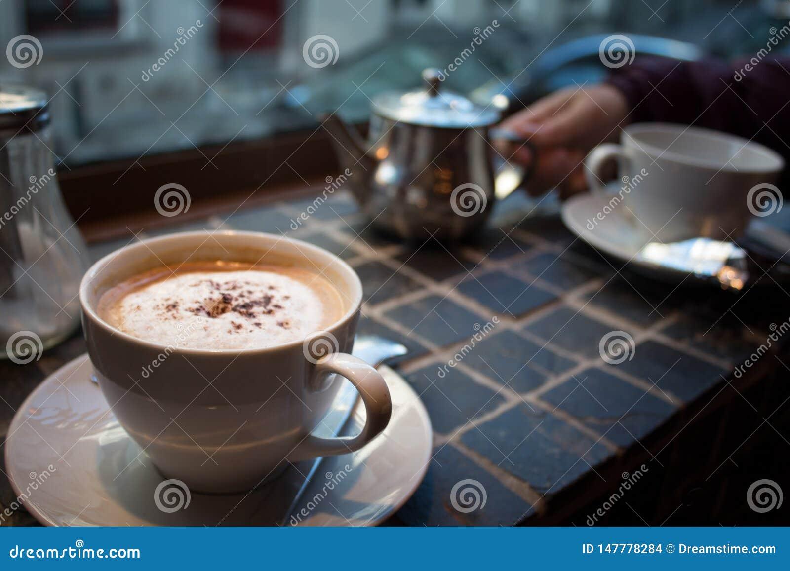 热奶咖啡和茶