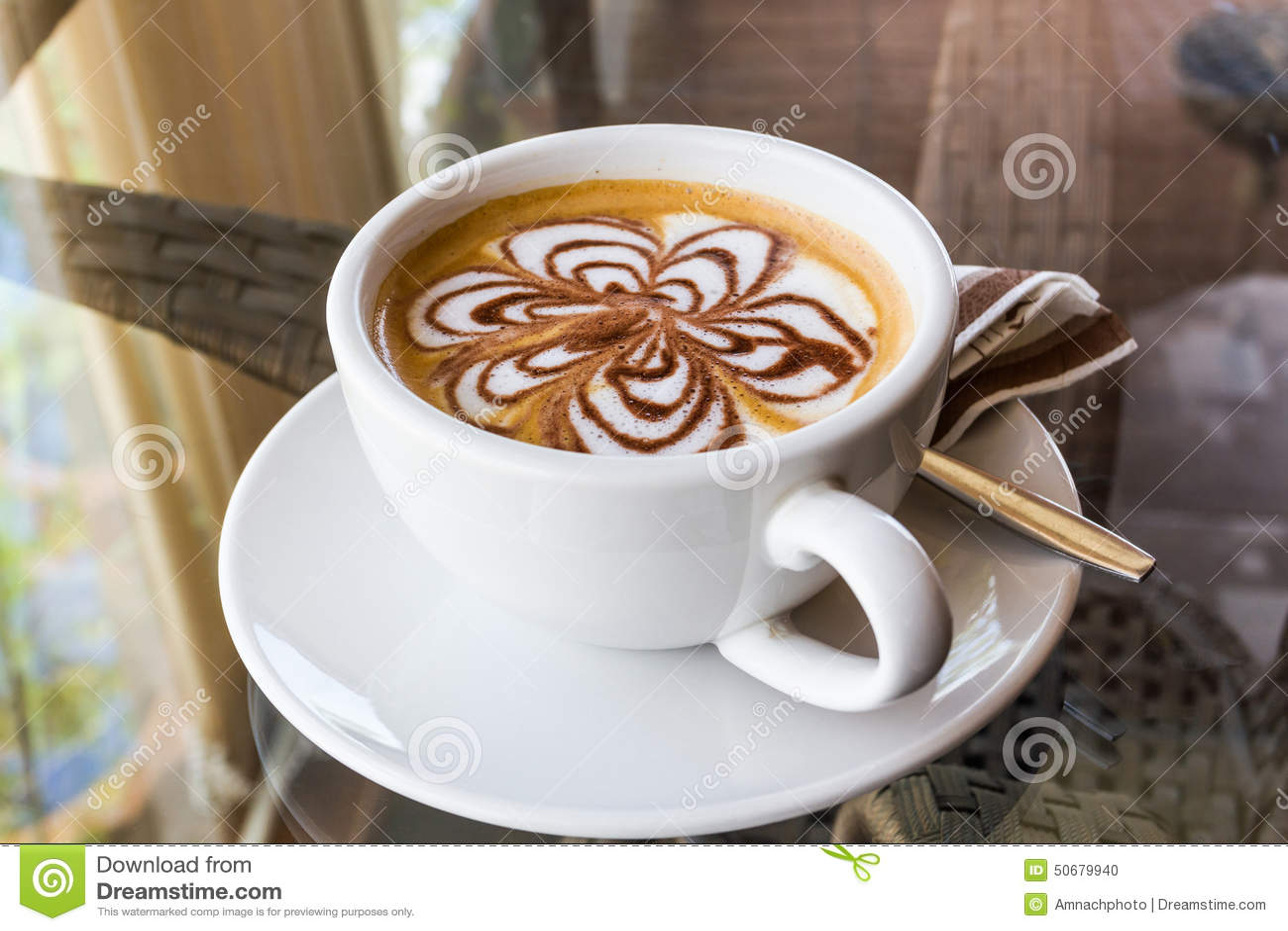 Download 热奶咖啡或latte咖啡 库存照片. 图片 包括有 饮料, 茶碟, 制动手, 可耕的, 自助餐厅, 咖啡因 - 50679940