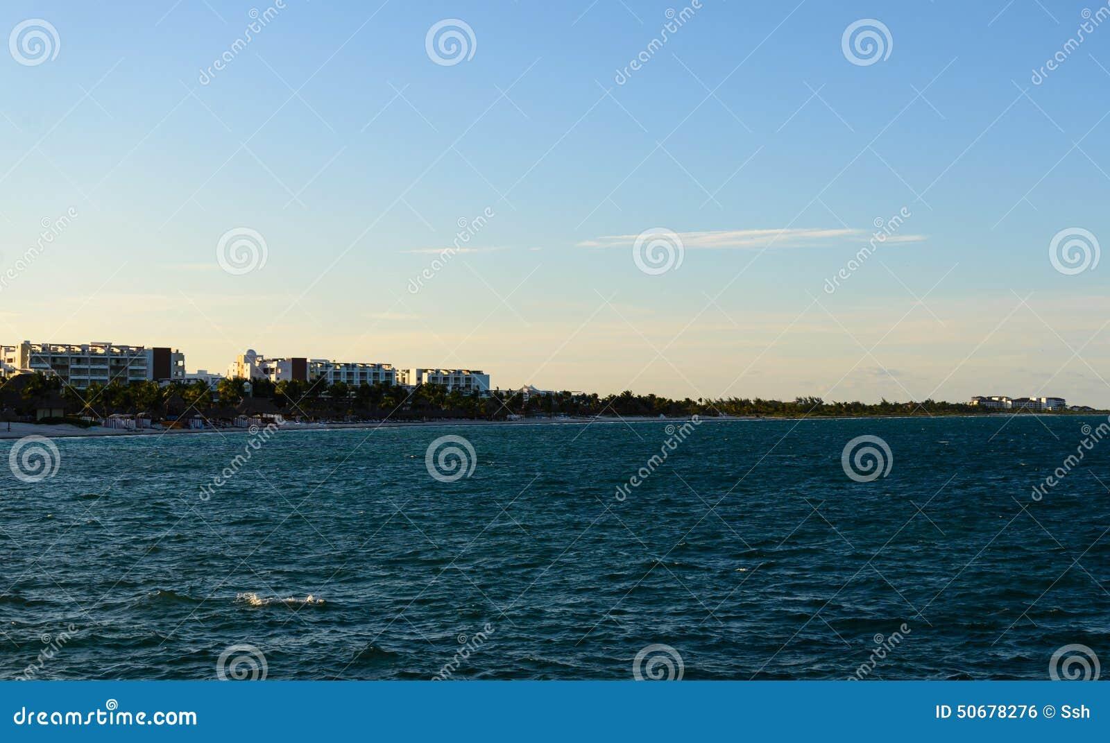 Download 热带手段地方 库存照片. 图片 包括有 风景, 田园诗, 手段, 云彩, 蓝色, 绿色, 天堂, 海岛, 盐水湖 - 50678276