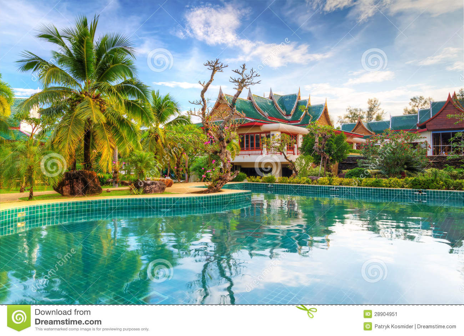在泰国的热带风景的游泳池.