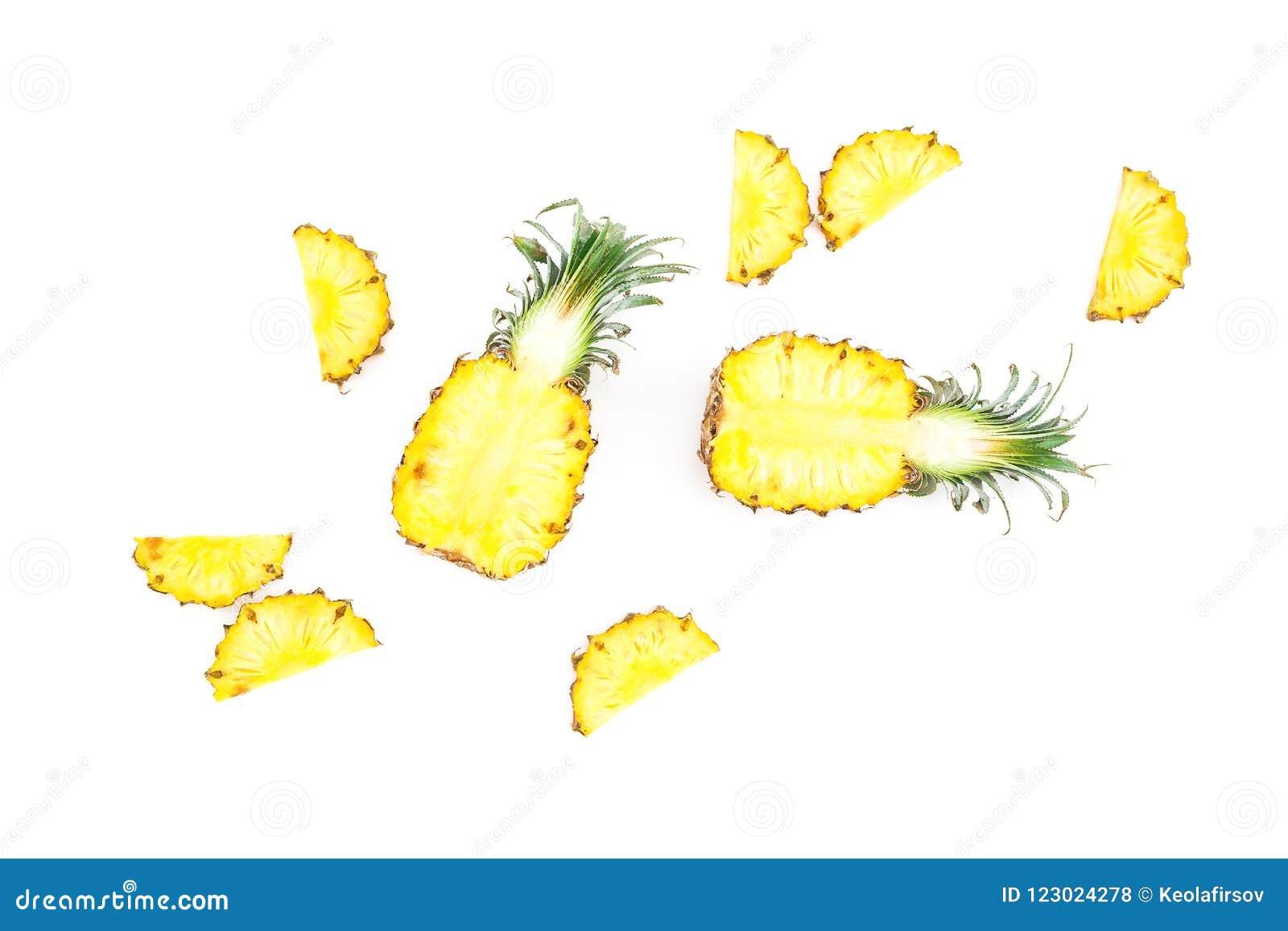 热带食物概念 在白色背景隔绝的切的菠萝果子 平的位置,顶视图