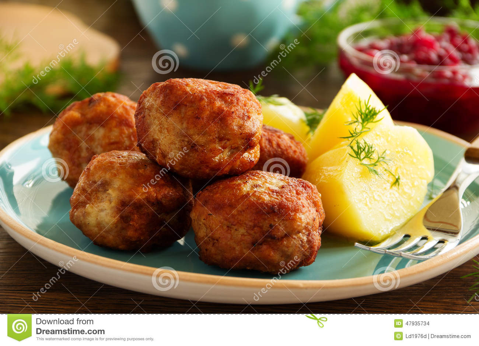 热的丸子用煮的土豆 库存照片 - 图片: 47935734图片