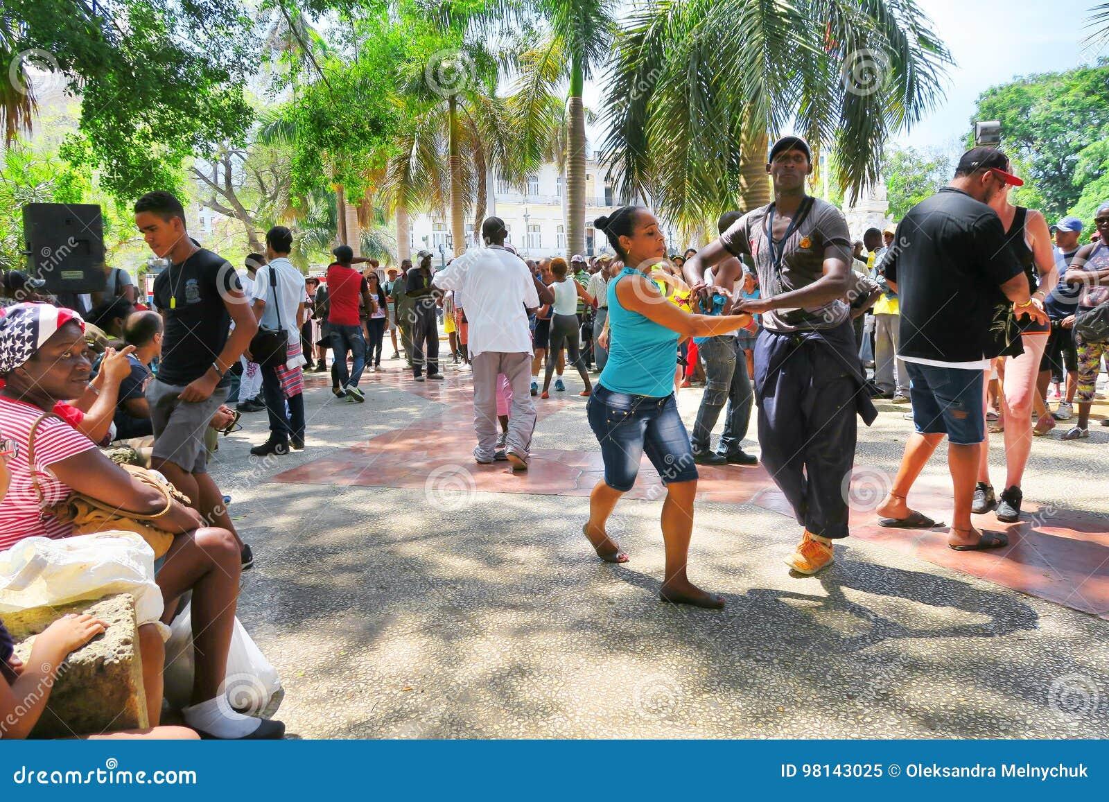 热的辣调味汁在热的哈瓦那,古巴