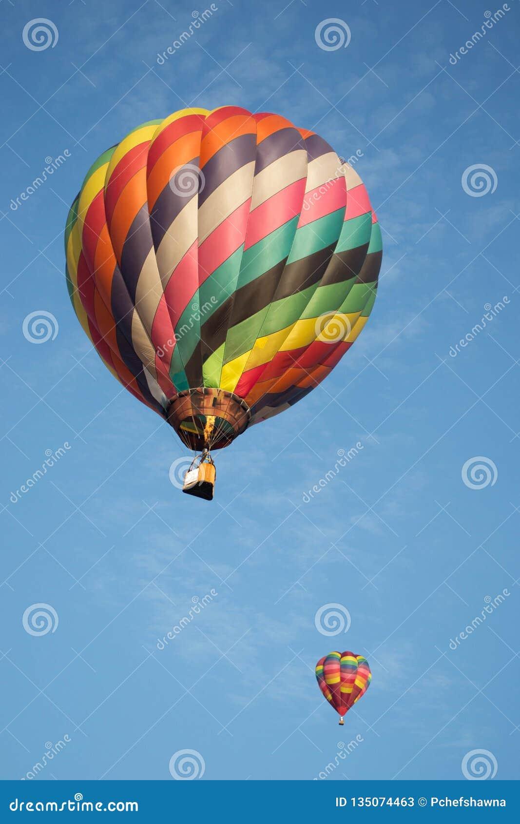 热空气气球在爱许兰市Balloonfest